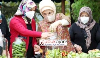 Emine Erdoğan kendi turşusunu Çubuk'ta Kurdu